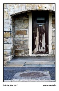 Old looking door in an abandoned building on the side of the road in Kalk Bay, Cape Town, photographed by Marcus Maschwitz