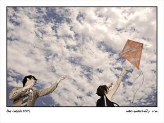 Cherilyn Macneil and Darryl Torr from Harris Tweed playing with a kite photographed by Marcus Maschwitz