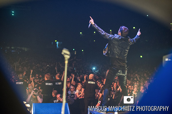 young-guns-wembley-arena-02