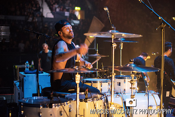 young-guns-wembley-arena-10