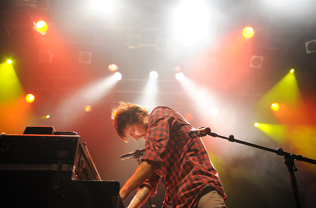 Andrew McMahon of Jacks Mannequin photographed performing piano live on stage by Marcus Maschwitz