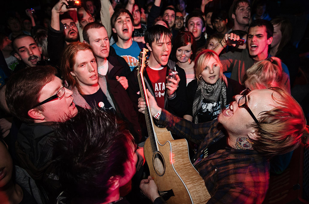 Kris Roe of The Ataris photographed live in a crowd by Marcus Maschwitz