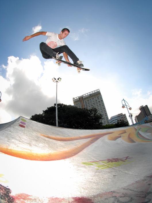 Gavin Scott melon grabs over a hip in Durban