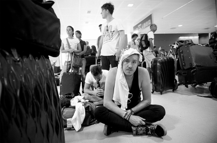 Sean Smith in Ibiza airport photographed by Marcus Maschwitz