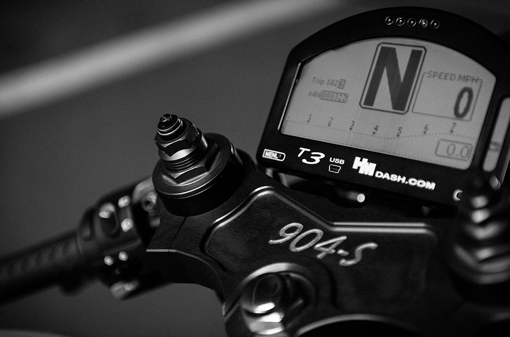 T3 digital display on the Ace 904s Thruxton Special photographed by Marcus Maschwitz