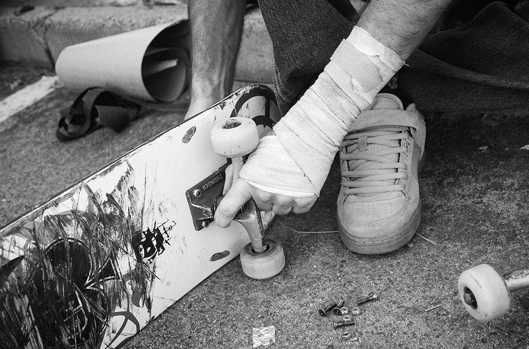 Bandaged hand assembling a skateboard photographed by Marcus Maschwitz