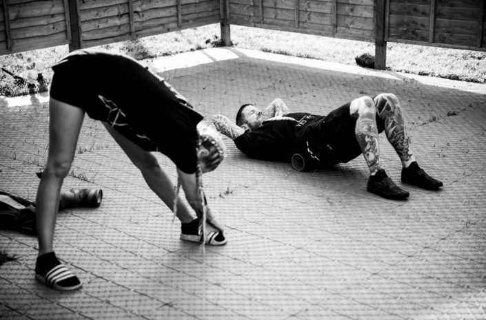 Andy Hurley of Fall Out Boy working out backstage photographed by Marcus Maschwitz