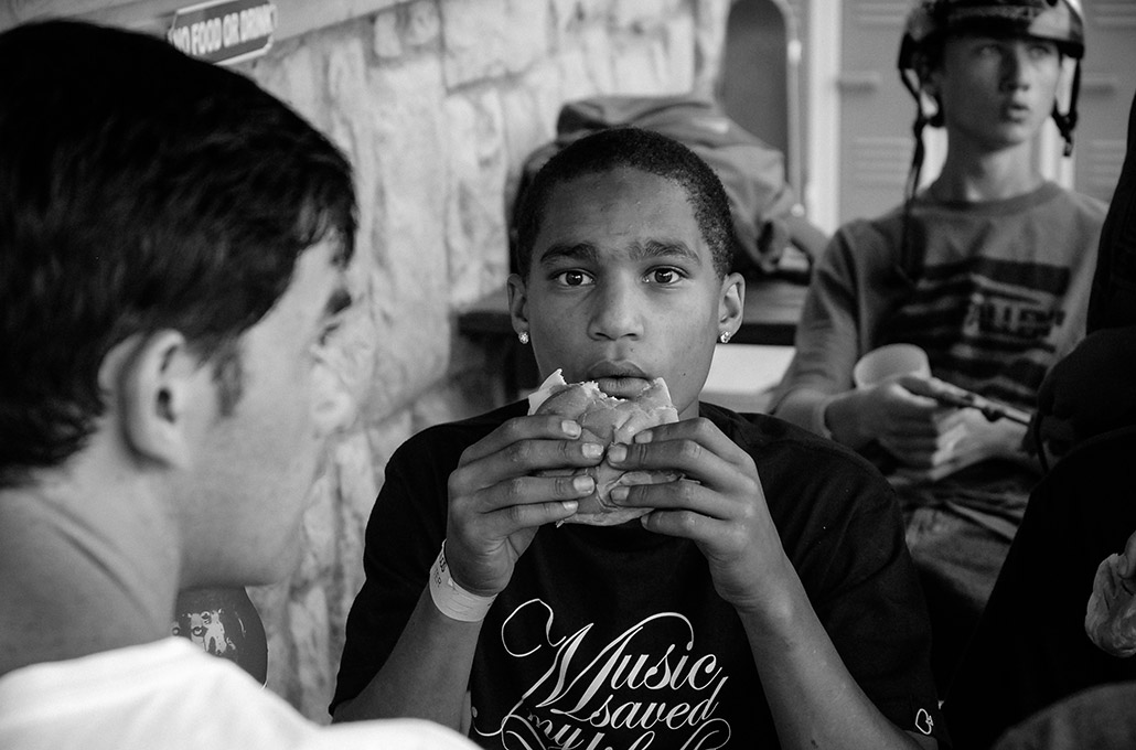 Moses Adams having lunch on tour photographed by Marcus Maschwitz