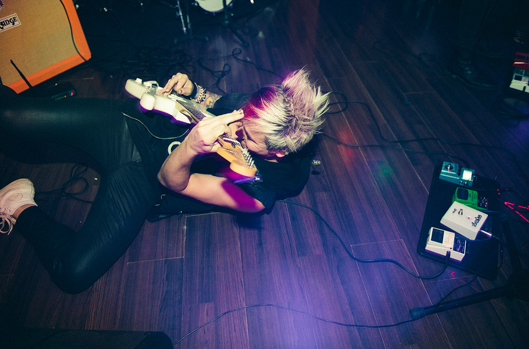 Ryan Morris playing guitar on the floor photographed by Marcus Maschwitz
