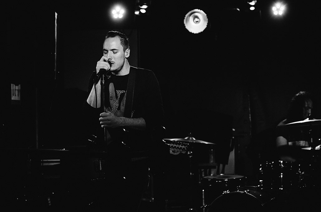 Black and white shot of Tyron Layley on stage photographed by Marcus Maschwitz