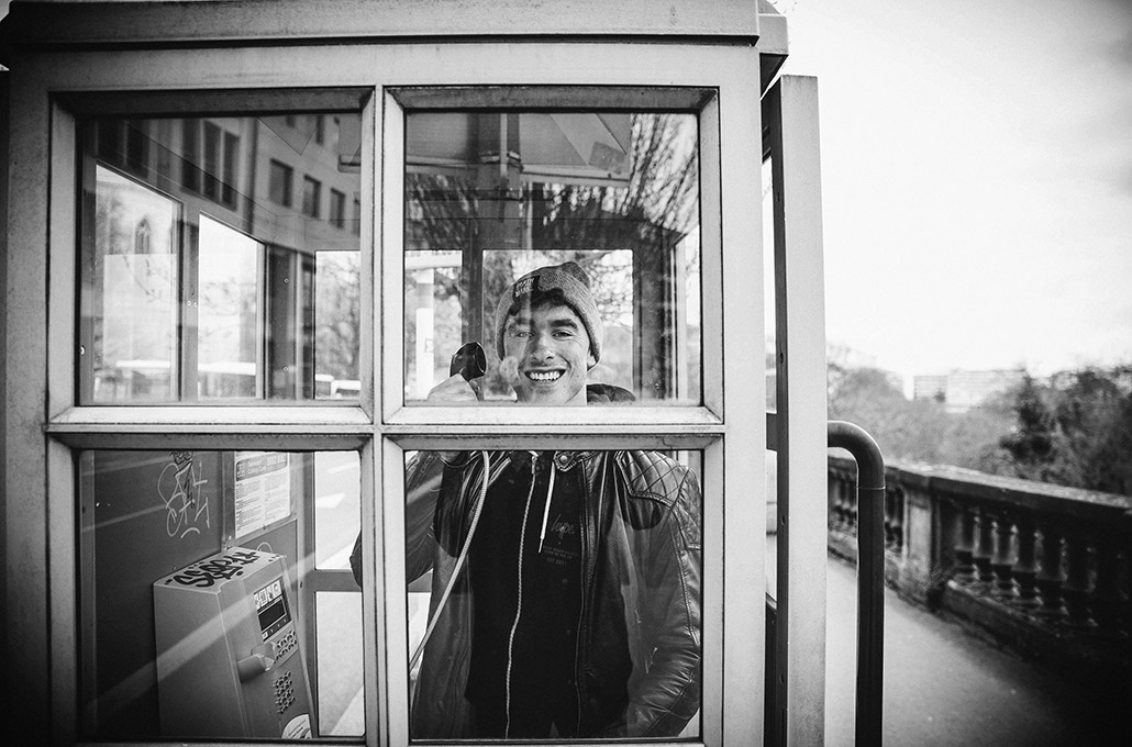Rob Damiani in a phonebooth in Luxemburg photographed by Marcus Maschwitz