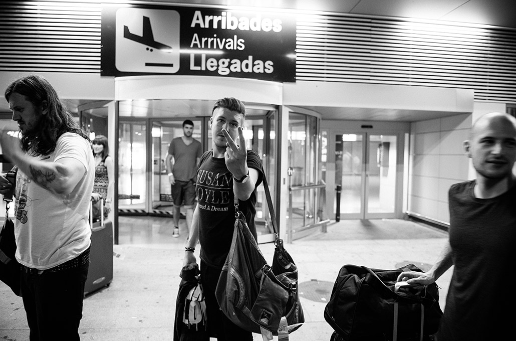 Sean Smith of The Blackout at the airport photographed by Marcus Maschwitz