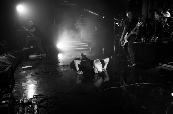 Sean Smith of The Blackout licking the black vinyl floor at Koko that Prince had installed photographed by Marcus Maschwitz