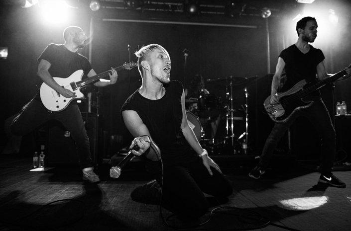 Sean Smith of The Blackout having a moment during a live show photographed by Marcus Maschwitz