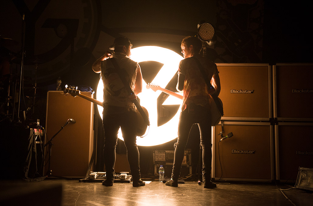 Simon and Fraser of Young Guns hanging on stage photographed by Marcus Maschwitz